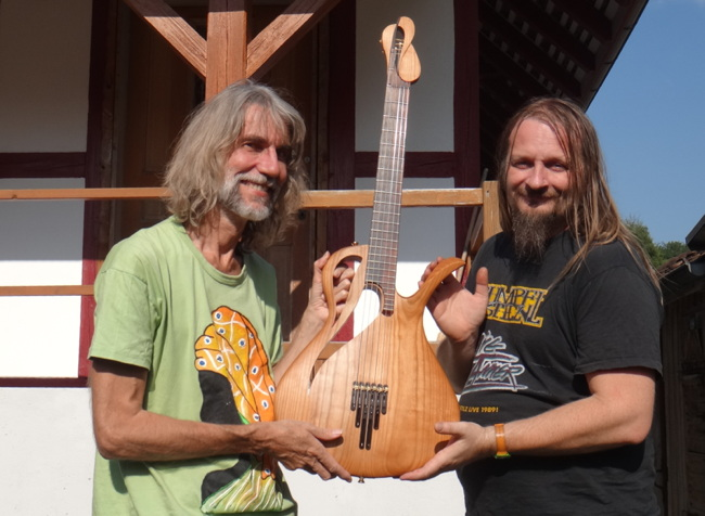 Matthias Grob and Heinz Fässler with the first Paradis Guitar they finished after Rolf Spuler's death. the wood is pear